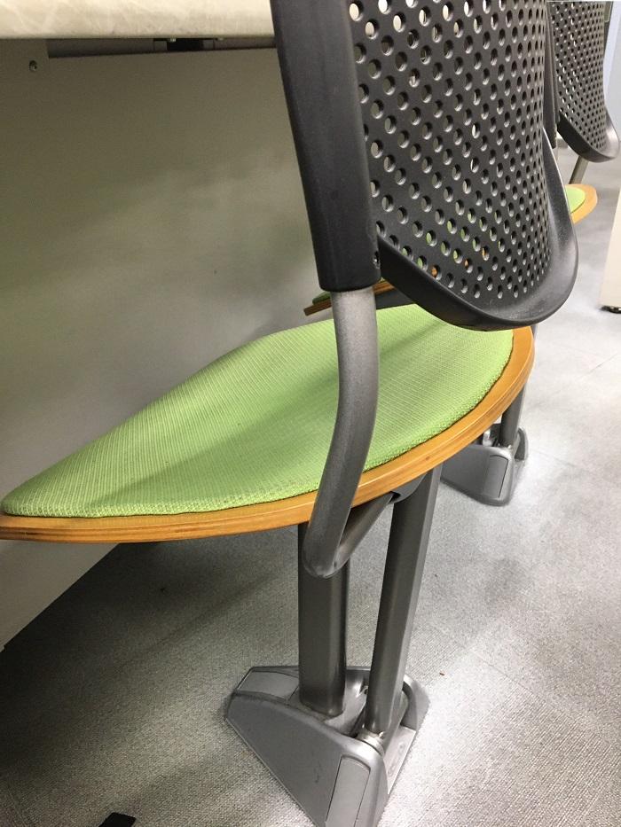 試験講習場の椅子